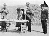 Dividing the Finds - Iraq - Archaeology - Gertrude Bell Print