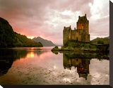 Eilean Donan, Scotland Stretched Canvas Print by Alan Klug