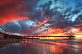 Pier and Sunset Vægplakat i topklasse af  Lantern Press