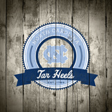 North Carolina Tar Heels Logo on Wood Plakater af Lulu