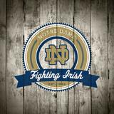 Notre Dame Fighting Irish Logo on Wood Plakater af  Lulu