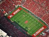 NC State: Wolf Pack Fans Fill Carter-Finley Stadium Fotografisk trykk av Lance King