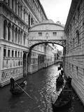 Bridge of Sighs, Doge's Palace, Venice, Italy Fotografisk tryk af Jon Arnold