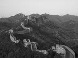 De Chinese muur bij Jing Hang Ling, Unesco werelderfgoedlijst Fotoprint van Adam Tall