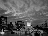 Buckingham Fountain and City Skyline, Chicago, Illinois, USA Photographic Print by Steve Vidler