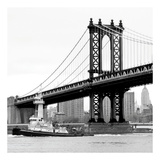Manhattan Bridge with Tug Boat (b/w) Posters af Erin Clark