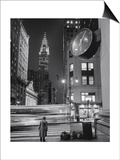 Chrysler Building, Clock, Bus - New York City, Landmarks at Night Posters av Henri Silberman