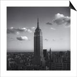 Empire State Building White Clouds - New York City Iconic Building, Top View Kunstdrucke von Henri Silberman