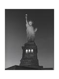 Statue of Liberty at Night - New York City, Landmarks at Night Impressão fotográfica por Henri Silberman