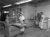 Pastry Making for Meat Pies, Rawmarsh, South Yorkshire, 1955 Reproduction photographique par Michael Walters