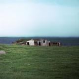 Old Viking-Style Icelandic Turf Farm Lámina fotográfica por CM Dixon
