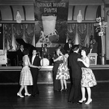 Lyons Maid Drinka Winta Pinta Promotional Dance, Mexborough, South Yorkshire, 1960 Lámina fotográfica por Michael Walters