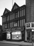 George Schonhuts Butchers Shop in Rotherham, South Yorkshire, 1955 Papier Photo par Michael Walters
