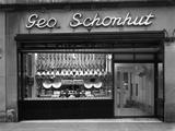 Window of George Schonhuts Butchers Shop, Barnsley, South Yorkshire, 1955 Reproduction photographique par Michael Walters