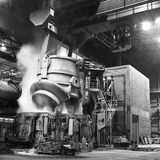 Charging a Furnace, Park Gate Iron and Steel Co, Rotherham, South Yorkshire, 1964 Fotodruck von Michael Walters