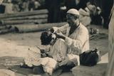 A Street Barber, Cairo, Egypt, 1936 Fotografisk tryk