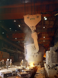 Teeming (Pouring) Steel Ingots, Park Gate Iron and Steel Co, Rotherham, South Yorkshire, 1964 Papier Photo par Michael Walters