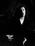Singer Edith Piaf Singing on Stage Fotografisk trykk av Gjon Mili