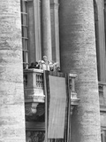 Pope Pius XII Addressed a Crowd of 150,000 from the Balcony of St. Peter's Basilica Fotografía