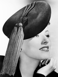Eleanor Parker, Modeling a Black Felt Beret Topped with Bright Red Tassels, October 1943 Foto