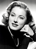 Eleanor Parker, Sporting the Five-Carat Emerald-Cut Diamond Engagement Ring Foto