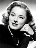 Eleanor Parker, Sporting the Five-Carat Emerald-Cut Diamond Engagement Ring Photo