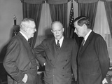 President Eisenhower in Conversation with Sec. of State John Foster Dulles and Charles Bohlen Foto