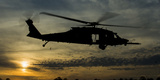 A U.S. Army Uh-60 Black Hawk Leaves the Drop Zone Fotografiskt tryck av Stocktrek Images,