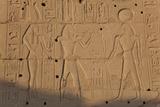 Temple Relief and Hieroglyphics, Karnak, Luxor, Egypt Fotografisk tryk af Peter Adams