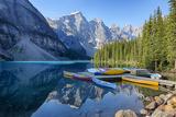 Canada, Banff NP, Valley of the Ten Peaks, Moraine Lake, Canoe Dock Fotografisk tryk af Jamie & Judy Wild