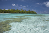 Cook Islands, Aitutaki. One Foot Island, Shallow Lagoon with Coral Fotodruck von Cindy Miller Hopkins