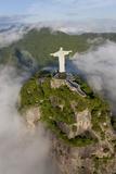 Art Deco Statue of Jesus,On Corcovado Mountain, Rio de Janeiro, Brazil Papier Photo par Peter Adams