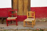 Mexico, Jalisco, San Sebastian del Oeste. Rustic Door and Chairs Fotografisk tryk af Steve Ross