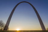 The Gateway Arch in St. Louis, Missouri at Sunrise. Jefferson Memorial Fotodruck von Jerry & Marcy Monkman