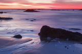Dawn over the Atlantic Ocean in Rye, New Hampshire. Wallis Sands SP Fotografie-Druck von Jerry & Marcy Monkman