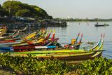Myanmar. Mandalay. Amarapura. Taungthaman Lake. Colorful Boats Foto di Inger Hogstrom