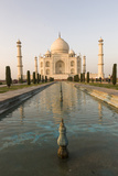 Reflection in Water. Taj Mahal at Sunset. Agra. India Foto von Tom Norring