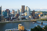 Pittsburgh, Pennsylvania, Downtown City and Rivers at Golden Triangle Foto von Bill Bachmann