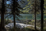 Scenic Alpine Lake Near Glacier National Park, Surrounded by Dramatic Mountains and Forests Fotodruck von Ami Vitale