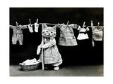 Hanging Up the Wash, 1914 Lámina fotográfica por  Science Source