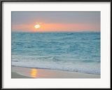Sunset in Paradise over the Caribbean and on a Beach Photographie encadrée par Mike Theiss
