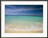 Michael Melford - Clear Blue Water and Wispy Clouds Along the Beach at Cancun Zarámovaná reprodukce fotografie