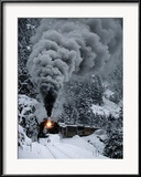 A Train Chugs Through the Snow Blanketing the San Juan Mountains Indrammet fotografitryk af Paul Chesley