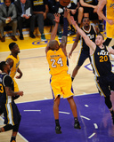 Kobe Bryant 24 Shoots During His Last Game - Los Angeles Lakers vs Utah Jazz, April 13, 2016 Photographie par Juan Ocampo