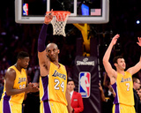 Kobe Bryant #24 Acknowledges the Crowd after his Last Game - April 13, 2016 Photo af Harry How
