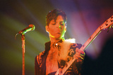 Prince Performing on Stage During His 'Ultimate Live Experience Tour' Fotografisk trykk av Richard Nelmes