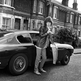 Mick Jagger 1967 with Aston Martin Car Reproduction photographique