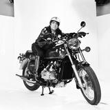 Keith Moon on Motorbike 1976 Fotoprint av Ron Burton