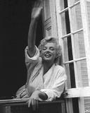 Marilyn Monroe V Poster par  British Pathe