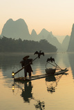 Cormorant Fisherman on Li River at Dawn, Xingping, Yangshuo, Guangxi, China Stampa fotografica di Ian Trower